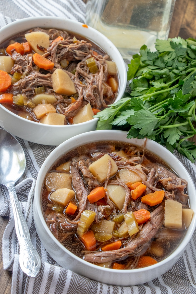 An easy dinner that you can make easily for a family Sunday dinner.  Potatoes, carrots, beef and onion make this slow cooker easy beef stew recipe fantastic.